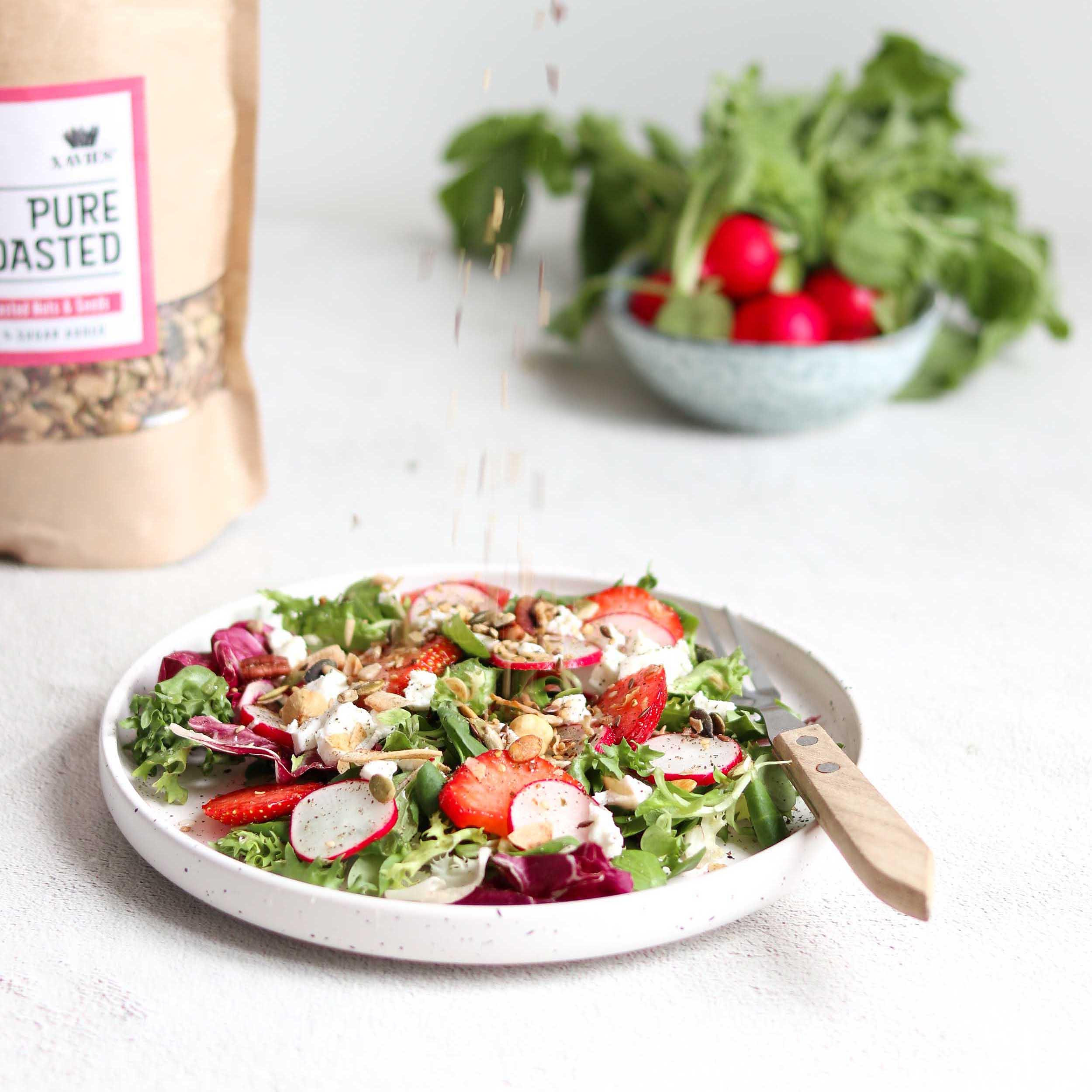 Frisse salade met aardbei en geitenkaas
