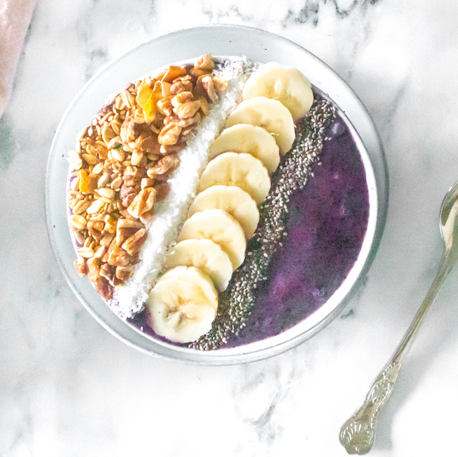 Blueberry acai smoothie bowl