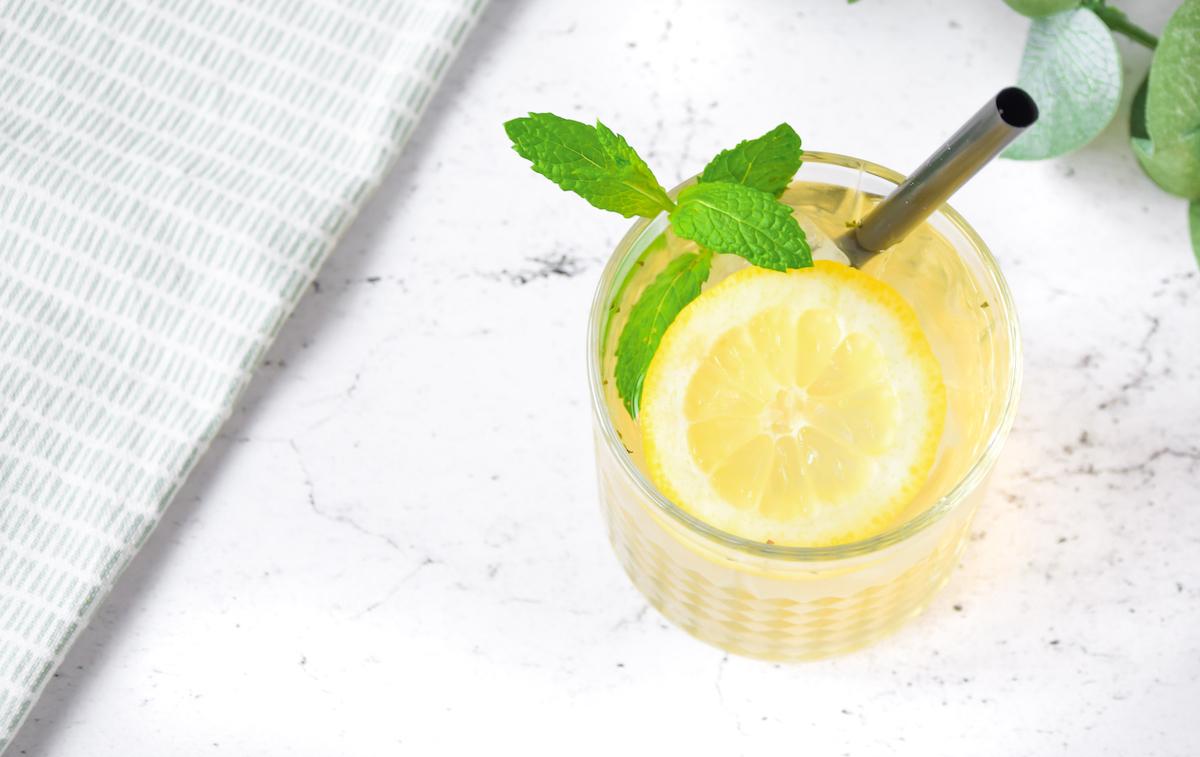 MiniMarieTea Green homemade icetea met munt en citroen.